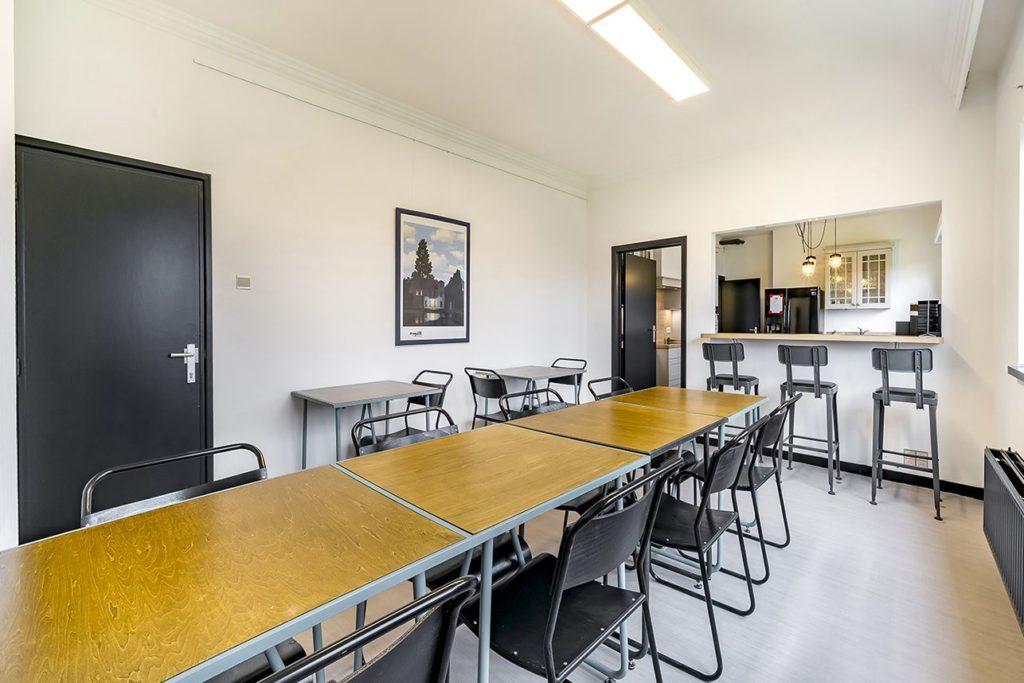 La salle à manger et le bar du COG Coworking Gembloux